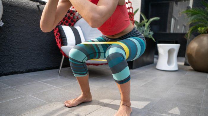 Rutina de glúteos con banda de resistencia by Hannah Gunn | Hacer ejercicio en casa