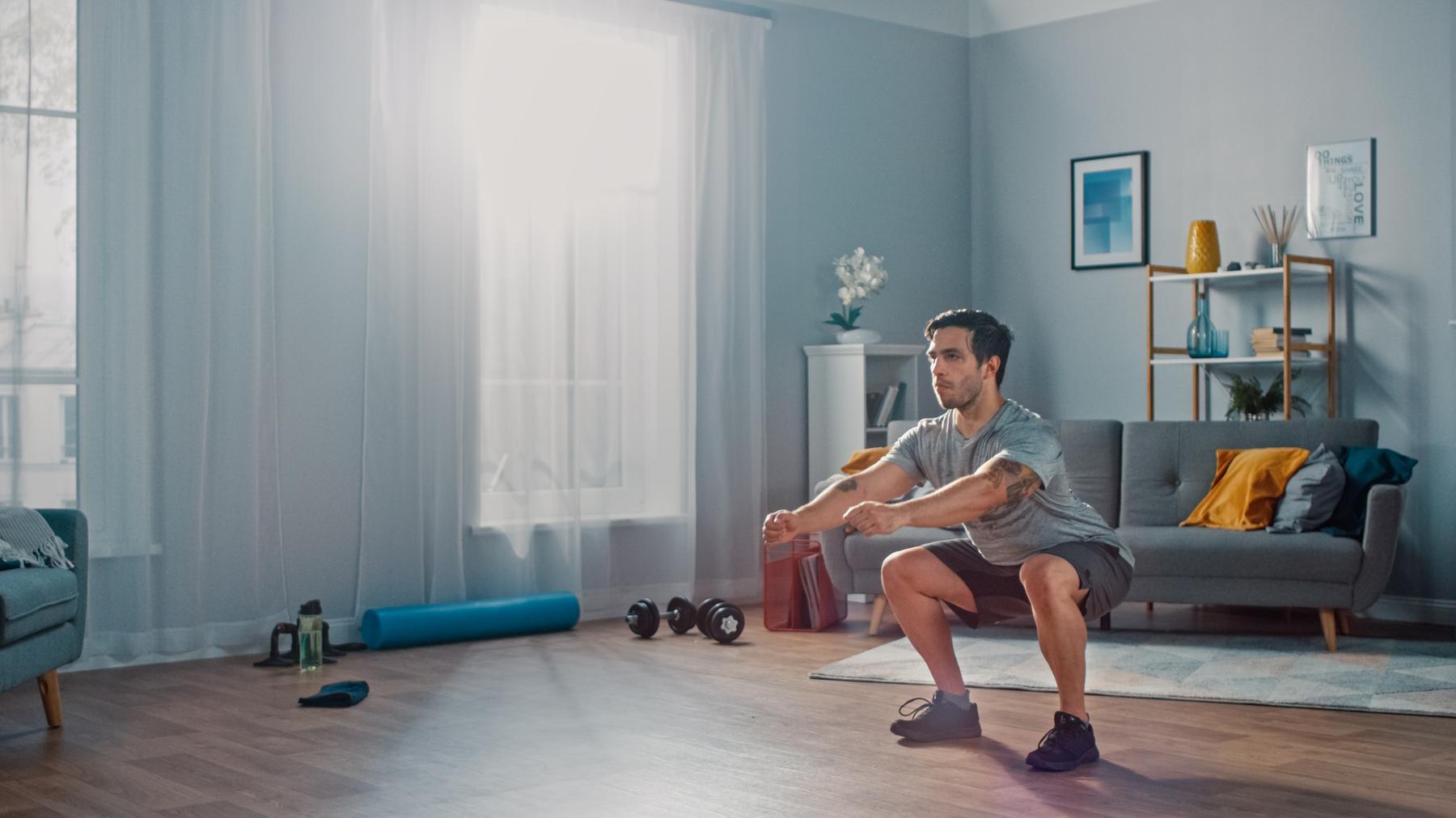 Cómo hacer ejercicio en casa para principiantes | 17 ejercicios con y sin material