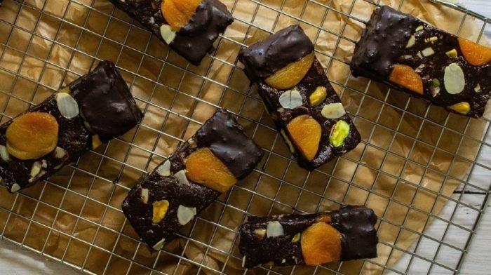 Barritas veganas de cookie proteica vegana rellena | Recetas sin horno