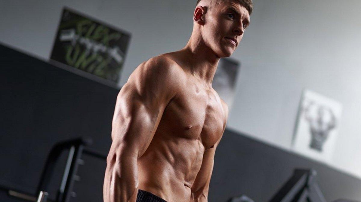hombre delgado ganar músculo