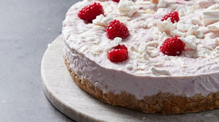 Cheesecake proteica helada Eton Mess | Sabores del mundo