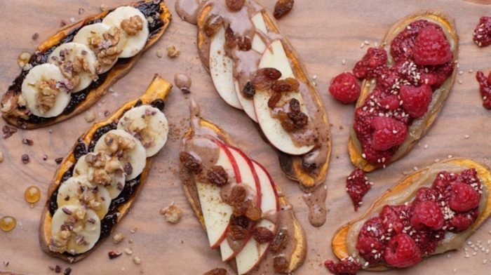 Tostadas de boniato con mantequilla de almendra y manzana | Recetas 8fit