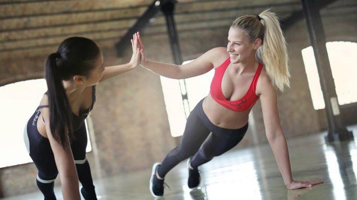 Los 10 mejores ejercicios de pecho para mujeres