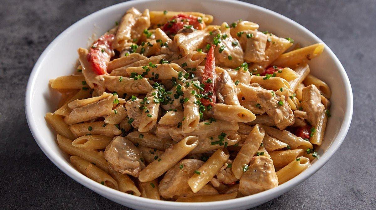 Pasta cremosa con pollo cajún | Recetas proteicas