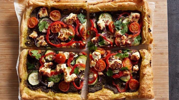 Pastel de verduras al horno con queso feta | Recetas saludables