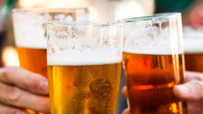 ¿Necesito dejar de beber alcohol para bajar de peso?