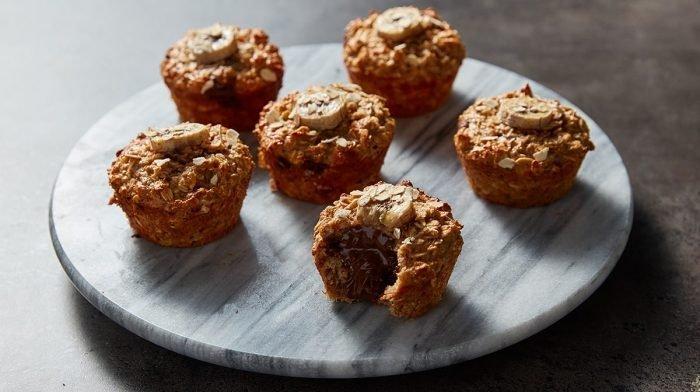 Muffins de pan de plátano rellenos de chocolate