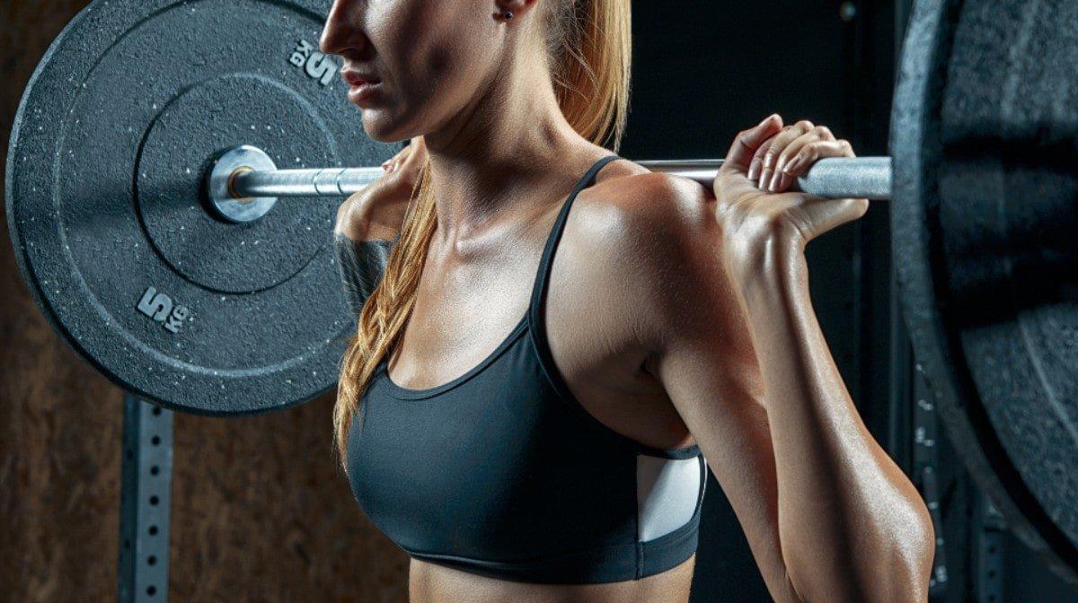 Entrenamiento con barra para mujeres | 7 ejercicios con barra para tonificar y ganar músculo