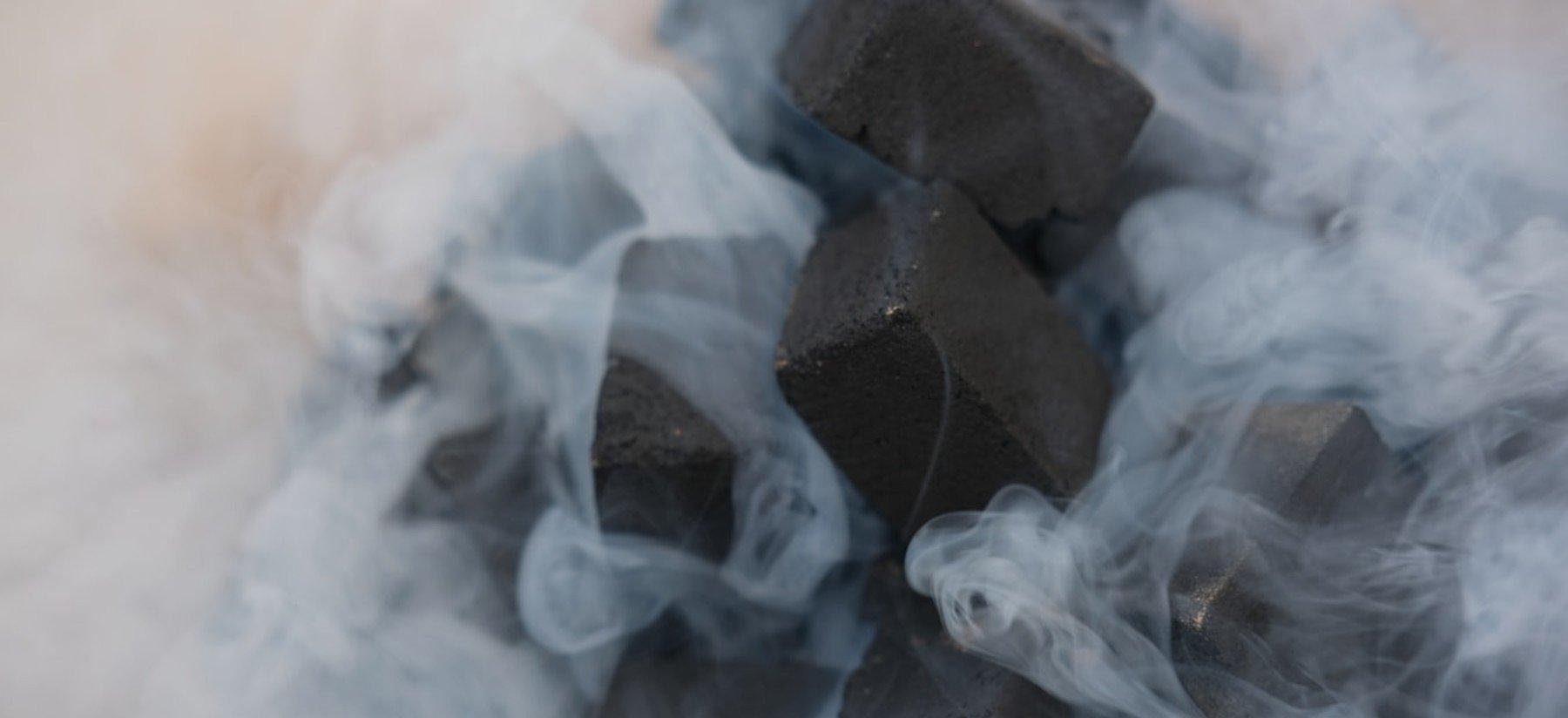 Carvão Ativado | Como funciona, benefícios e receitas
