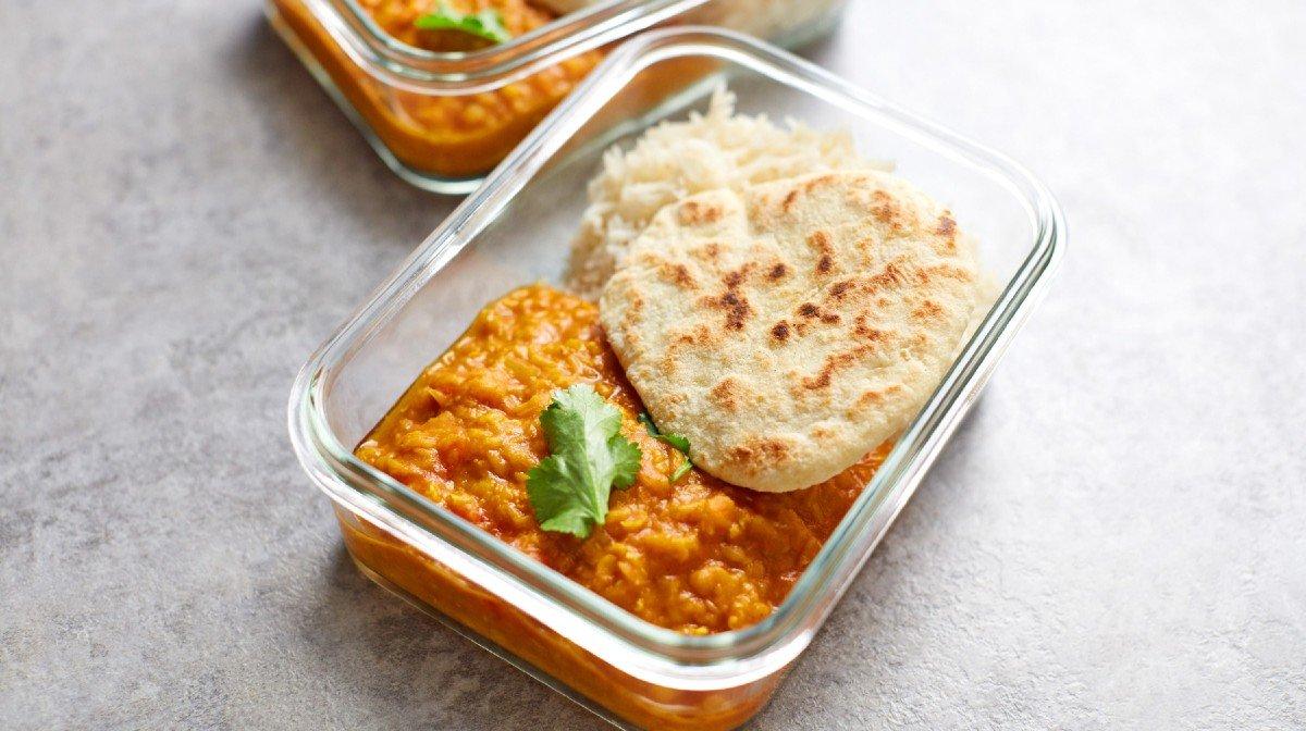Sopa de Lentilhas e Pão Naan Caseiro | Refeições Veganas Fáceis de Preparar