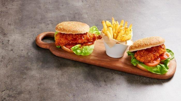 Hambúrgueres De Frango 'À Maneira' | Receitas Fakeaway