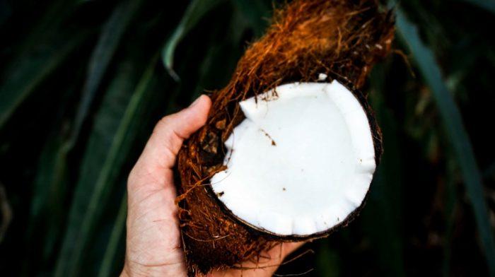 Cozinhar com óleo de coco | É verdade que emagrece?