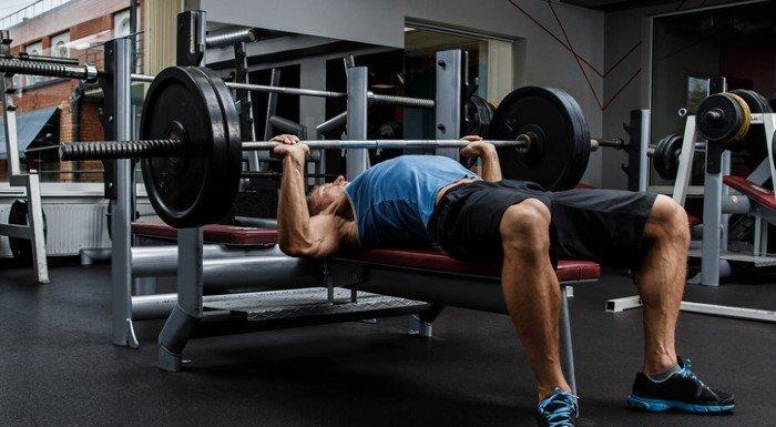 Ryan Terry deelt zijn 5 beste armoefeningen voor het opbouwen van spiermassa