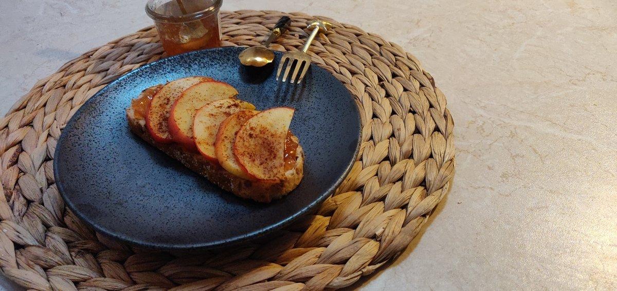 Apple & toast