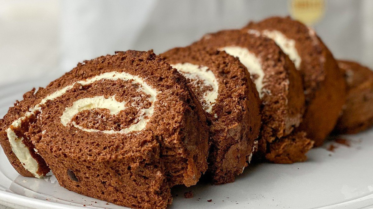 6-Ingredient Protein Chocolate Yule Log