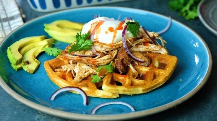 Pulled Chicken & Almond-Flour Waffles | Eiwitrijk Brunch Recept