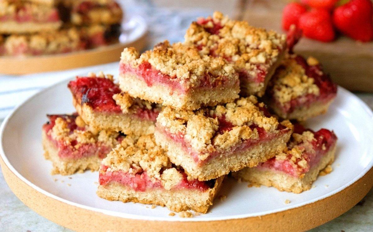 Strawberry & Peach Crumble Bars