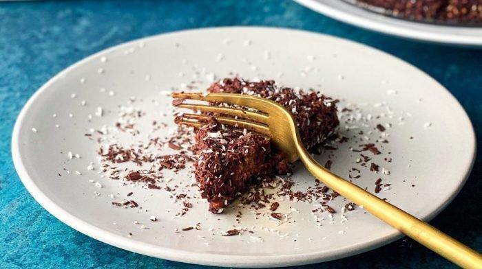 4-Ingredient No-Bake Chocolate Oat Cake