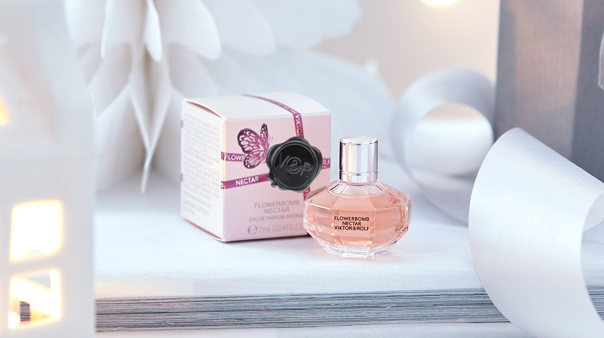 Floral Fragrance with Viktor&Rolf's Flowerbomb Nectar