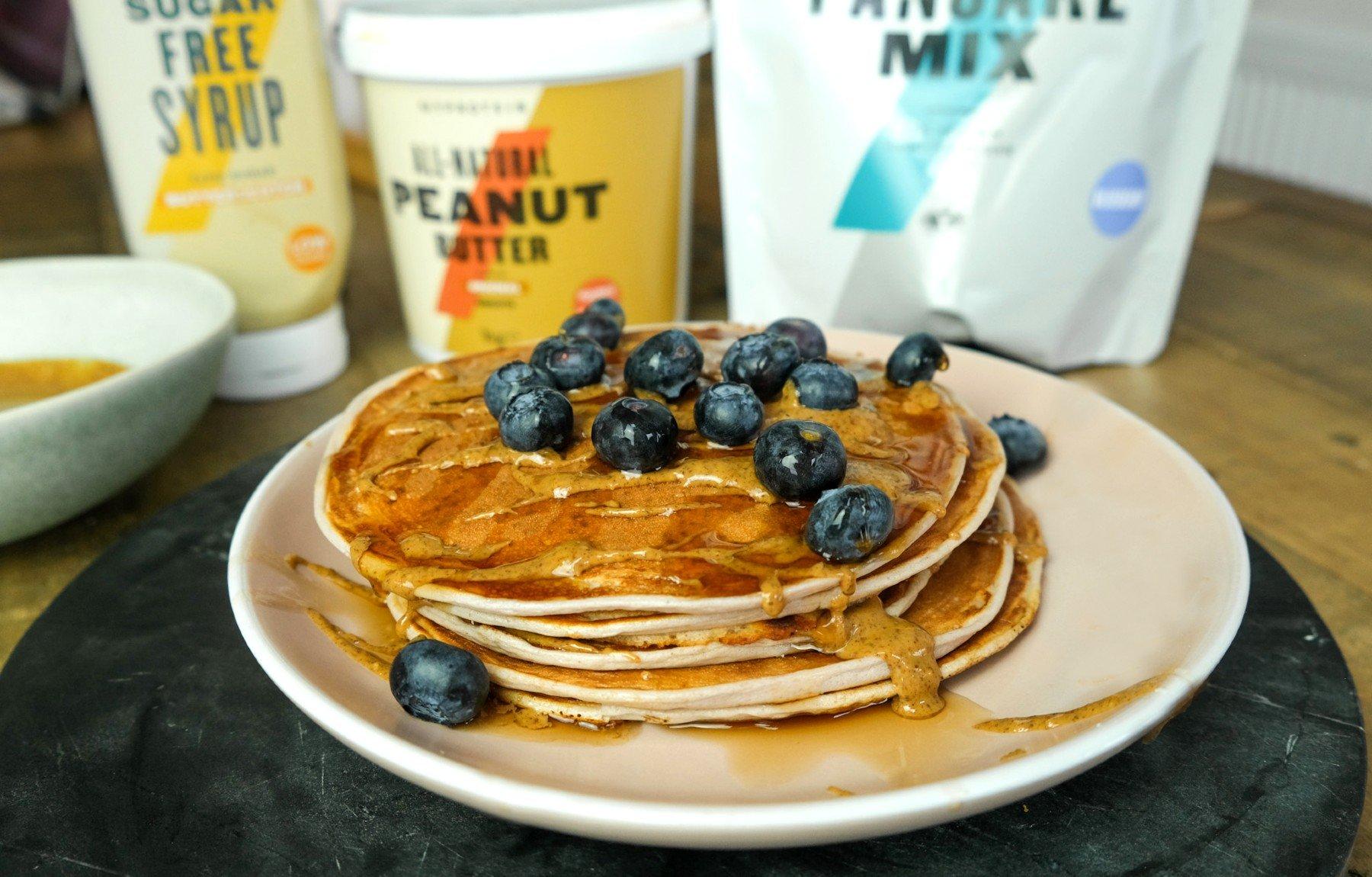 Áfonyás-tejkaramellás protein palacsinta