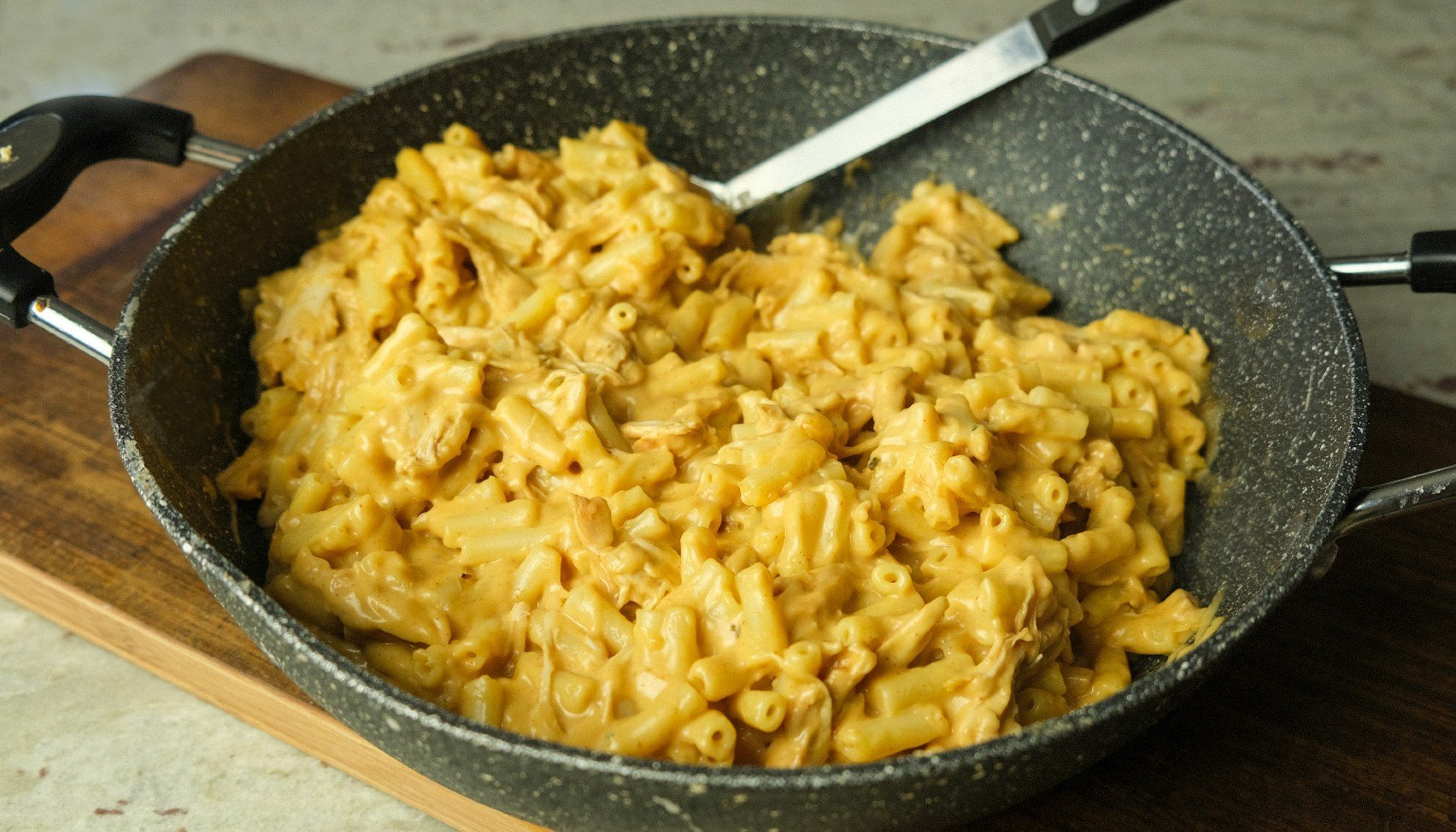 BBQ pulled chicken és mac n cheese recept