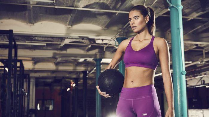 A 7 leghatékonyabb mellizom gyakorlat nőknek | Otthoni és edzőtermi mellizom edzés