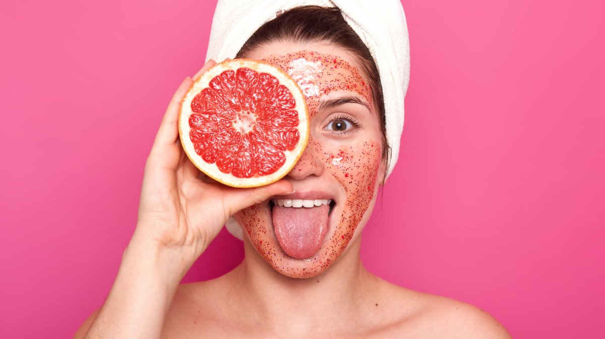 Six Exfoliating Peels And Scrubs That'll Give Your Skin A New Lease Of Life!