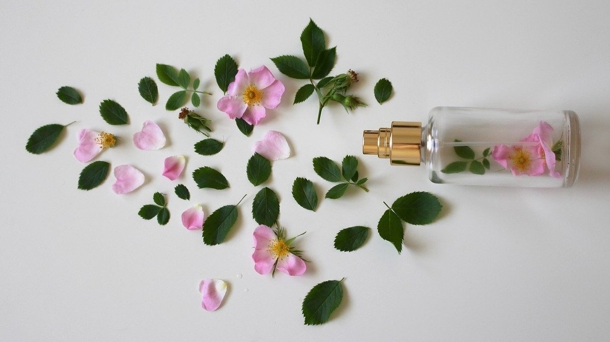 The Best Woody Scents For Spring