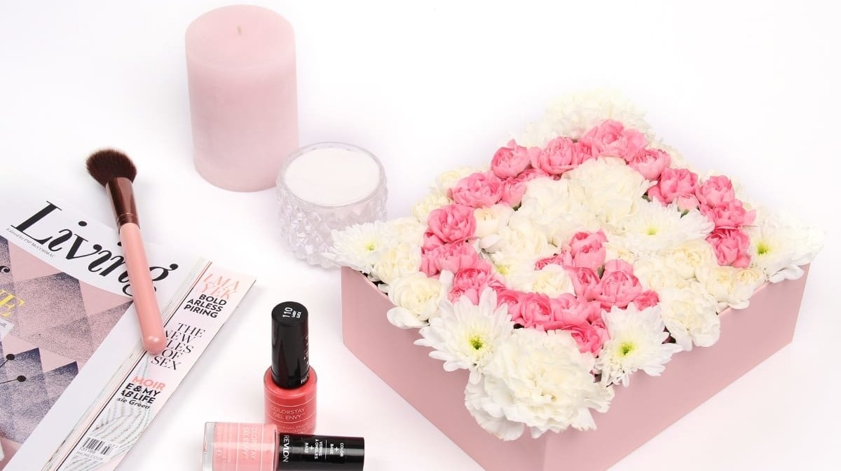 Upscale Your GLOSSYBOX: Floral Monogrammed Display
