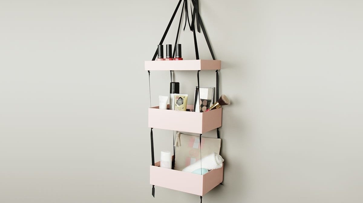 Upscale Your Glossybox: DIY Hanging Shelves
