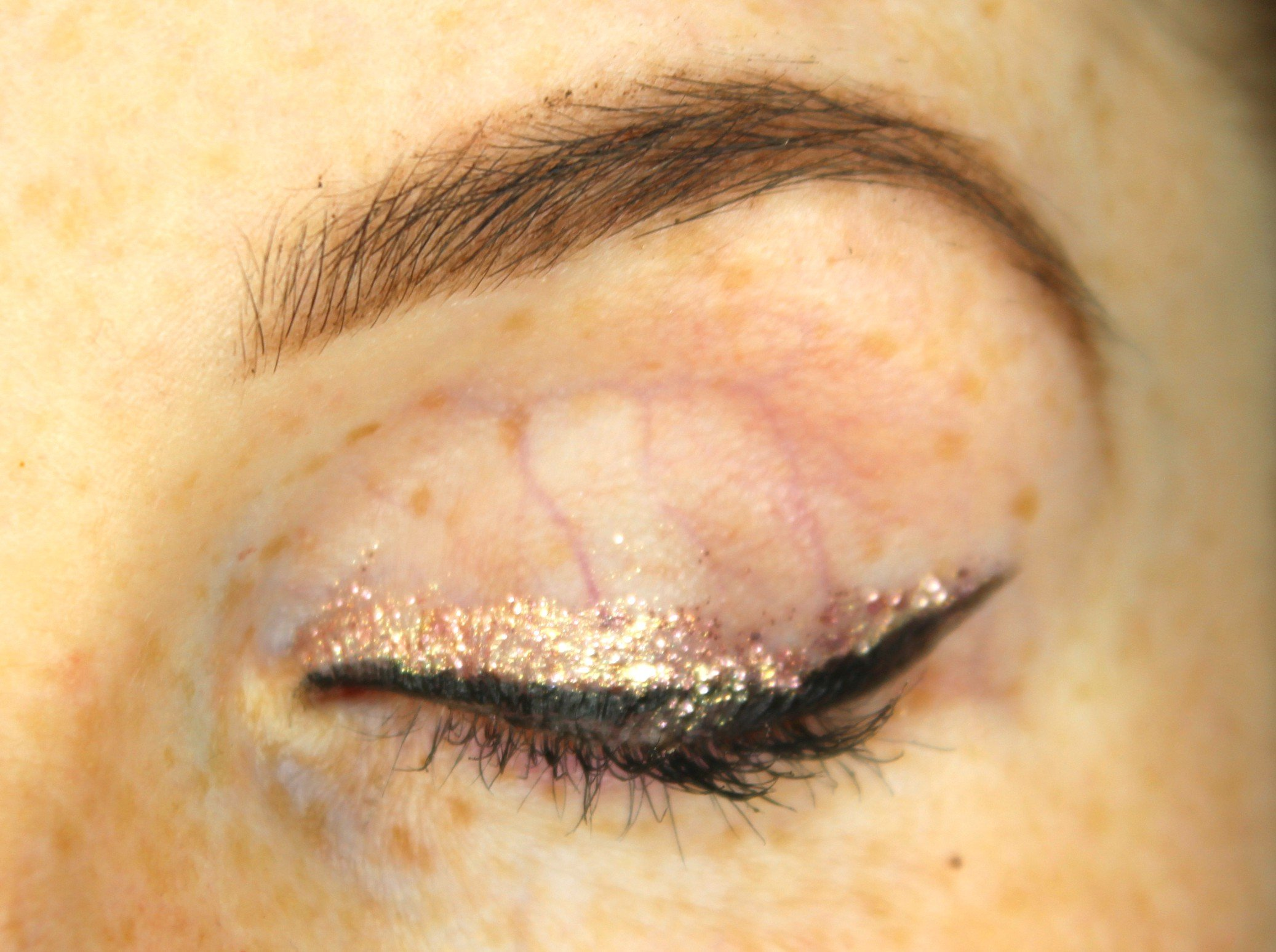 how to use glitter eyeliner