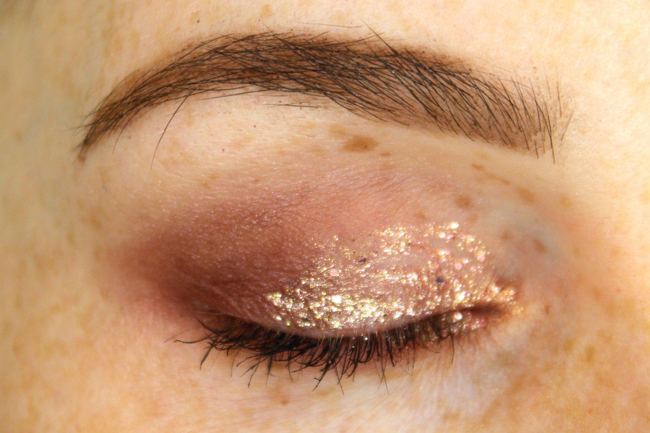 how to apply glitter eyeliner