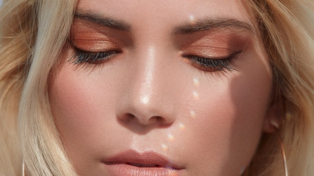 Soft Glam Is The New Makeup Look For Spring 2020