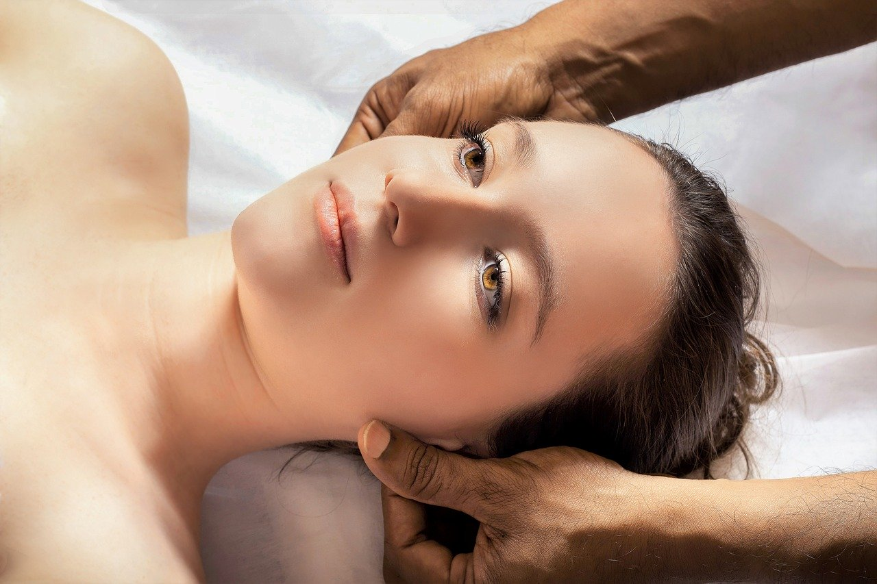 how to give yourself a face massage