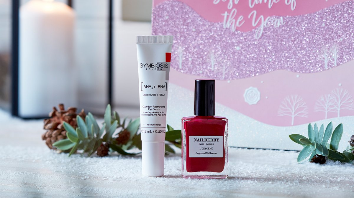 glossybox-december-2020-best-time-of-the-year-christmas-symbiosis-nailberry