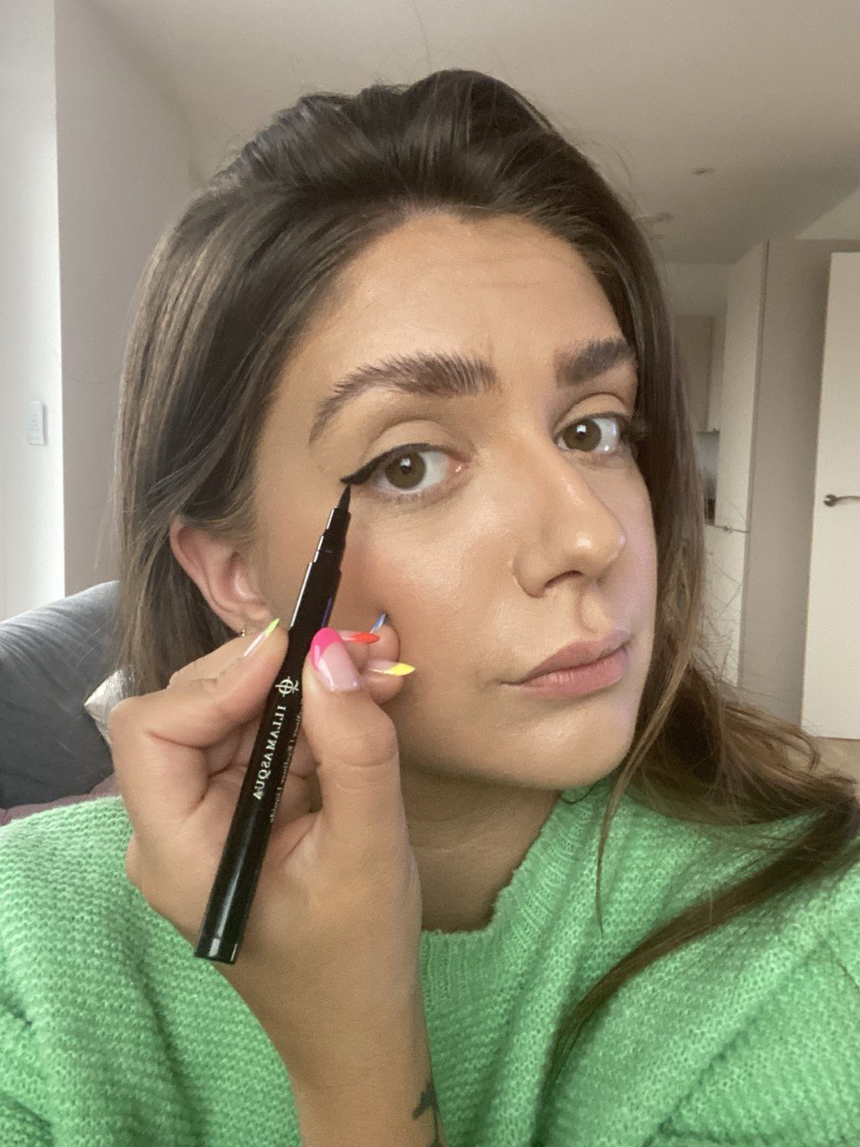 cat-flicks-eyeliner-how-to-draw-wings-glossybox