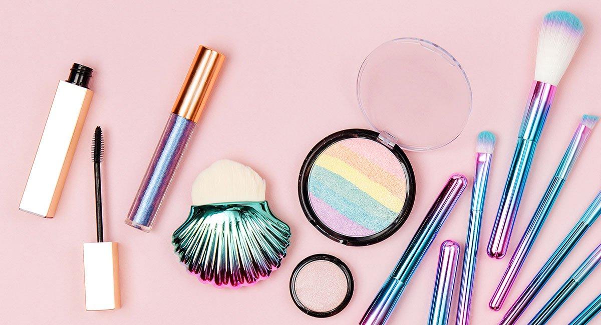 Hol dir diese Holographic Make-up-Produkte, bevor sie ausverkauft sind!