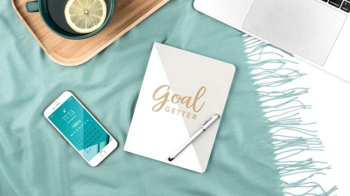 GLOSSY Wallpaper im März: Neuer Look für Smartphone und Co