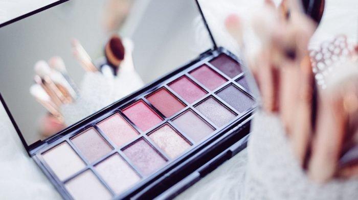 Frühjahrsputz im Beautycase! So lange sind Make-up, Rouge und Kajal haltbar