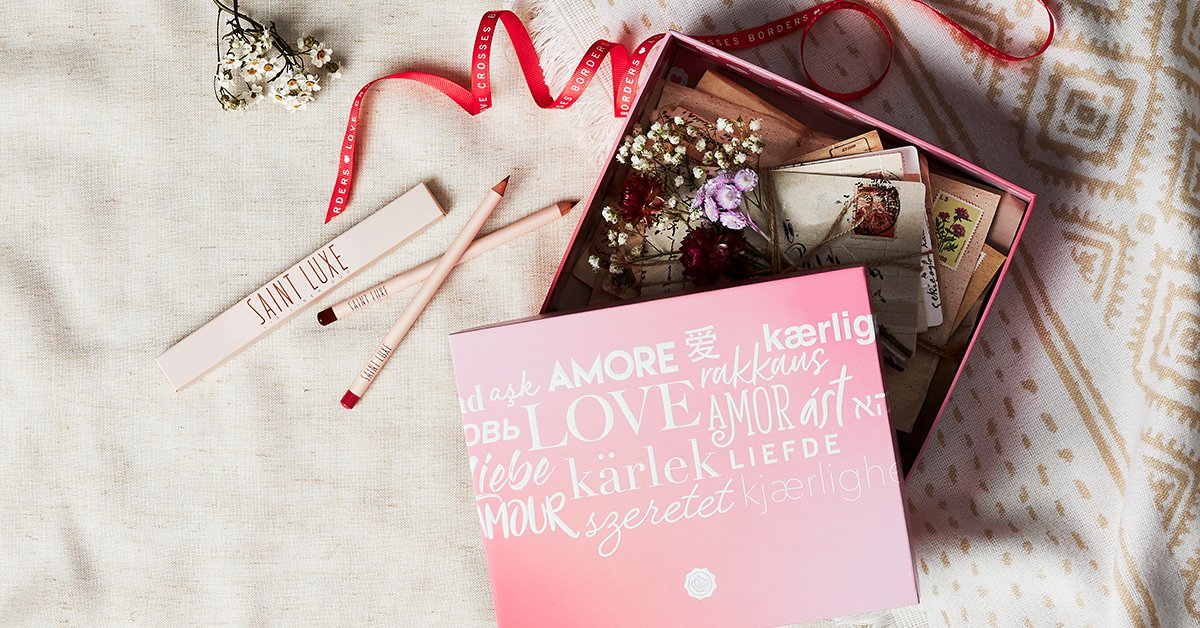 Votre premier sneak peek de la GLOSSYBOX « Love Crosses Borders » avec Saint Luxe