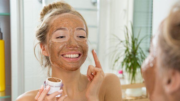 Maska som ett proffs! 5 smarta tips när du använder ansiktsmask