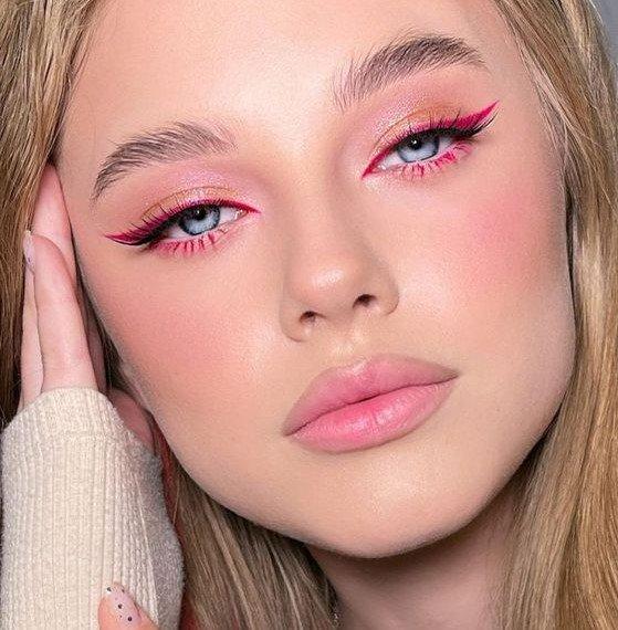 Eyeliner in pink