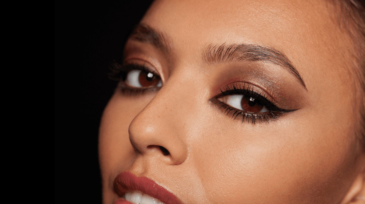 How to: seductive smokey eye in three steps using three products