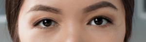 Model with monolid eye shape