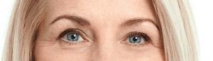 Model with round eye shape