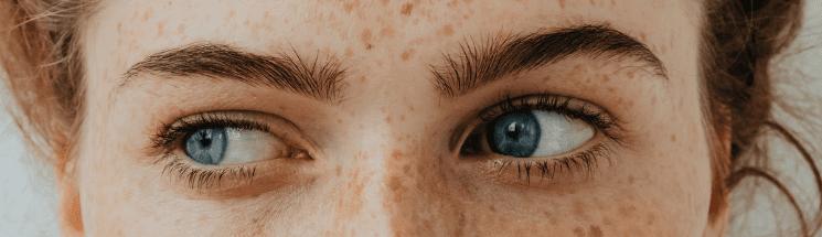 Model with hooded eye shape