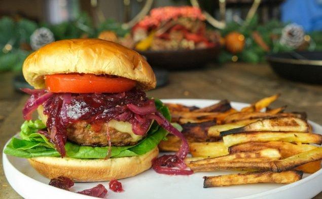 Świąteczny Burger z Indykiem i Żurawiną