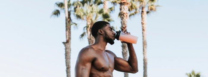 Kiedy pić białko serwatkowe? | Najlepsza pora na szejka
