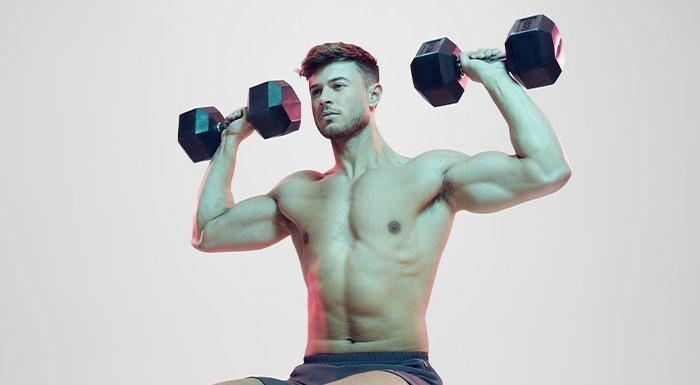 男健身員做運動