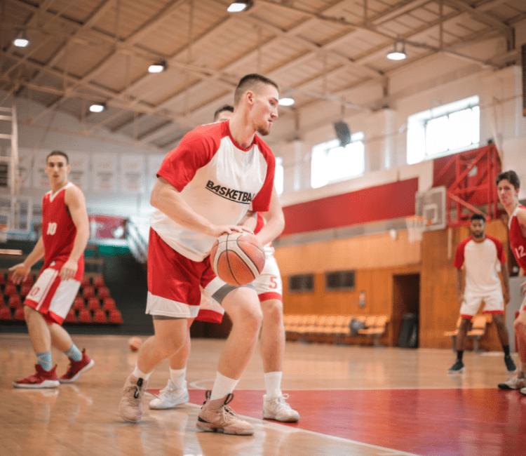 男士打籃球
